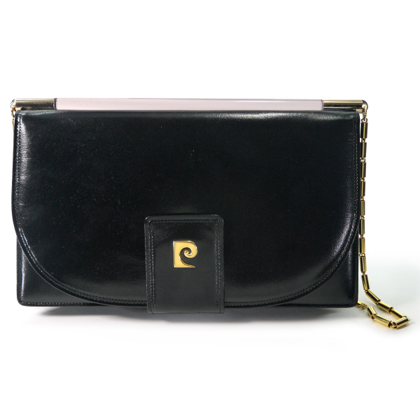 buy popular 728d4 6b0bb Pierre cardin Pロゴ本革チェーンショルダー(黒) | Vintage ...