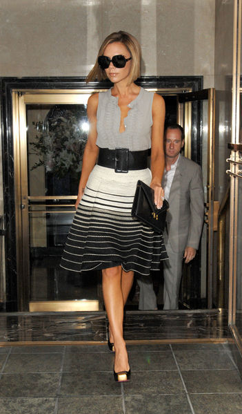 victoria-beckham-and-hermes-lydie-gallery